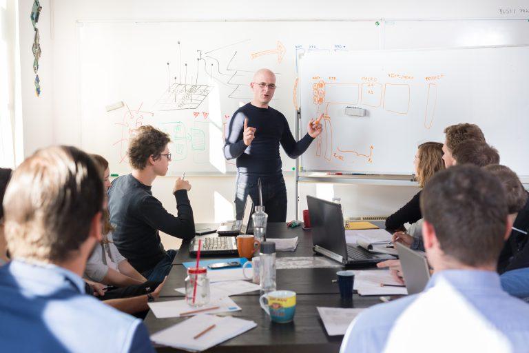 ¿Qué es el corporate venturing?: beneficios y estrategias